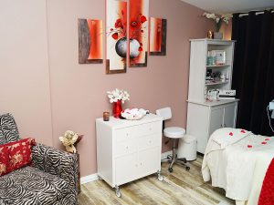 AESTHETICIAN WANTED - First Month Rent FREE!